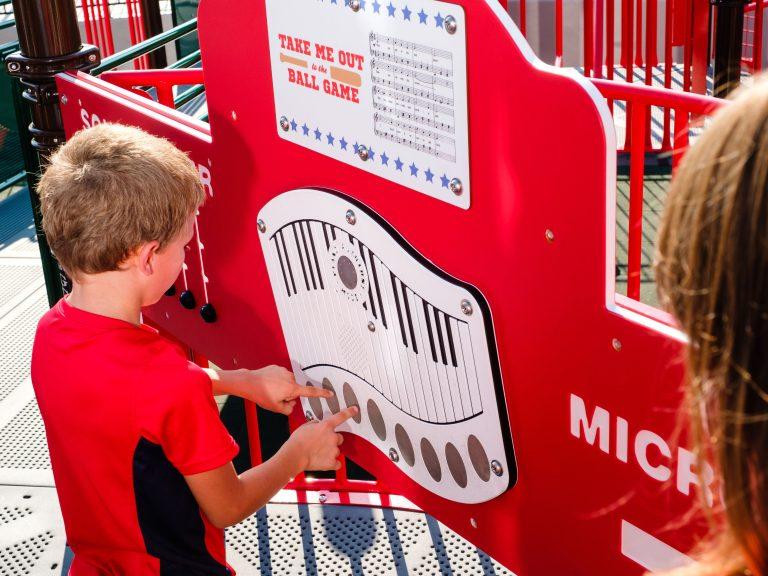 Piano interactive playground panel
